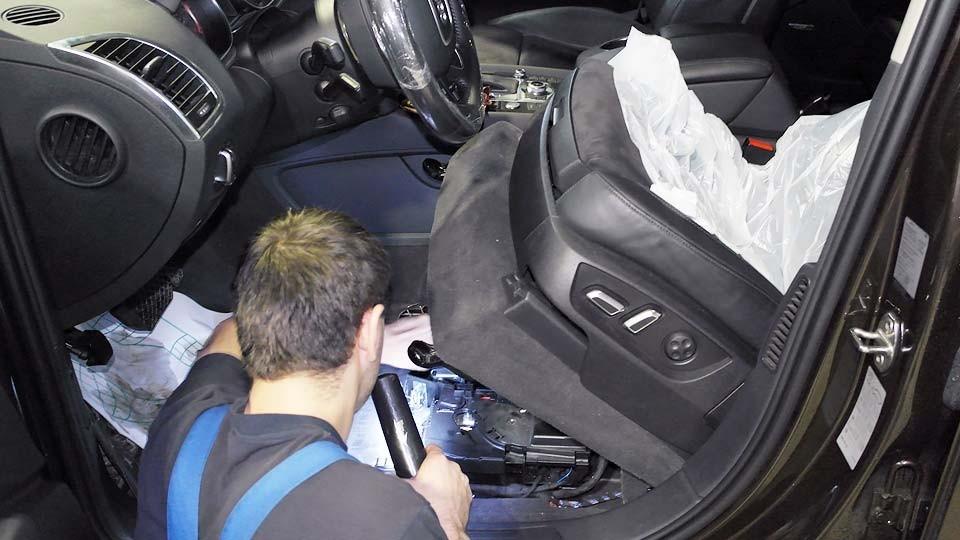 ГДЕ находится Аккумулятор Audi Q7
